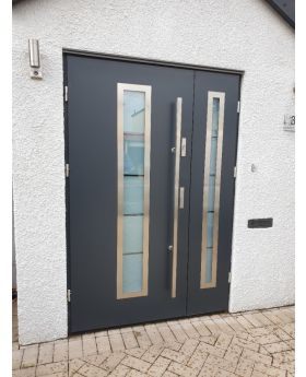 Fargo 12 DB - front doors with sidelites